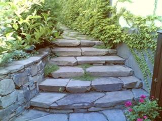 ступени и стены из камня