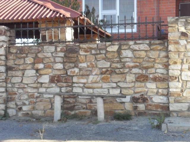 кладка стены бутовым камнем