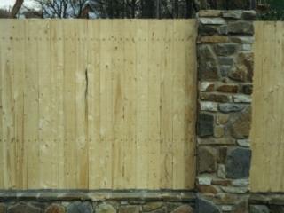 забор из бутового камня - кладка